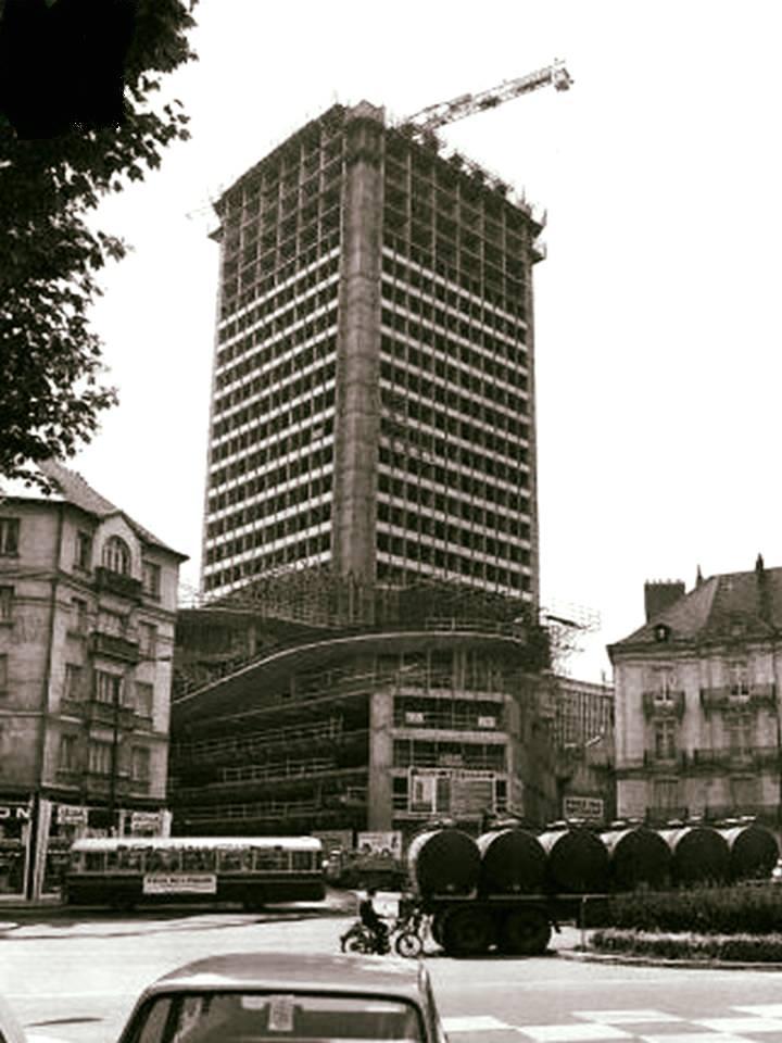 Nantes la ville d 39 apr s guerre nantes la tour bretagne for Construction piscine nantes
