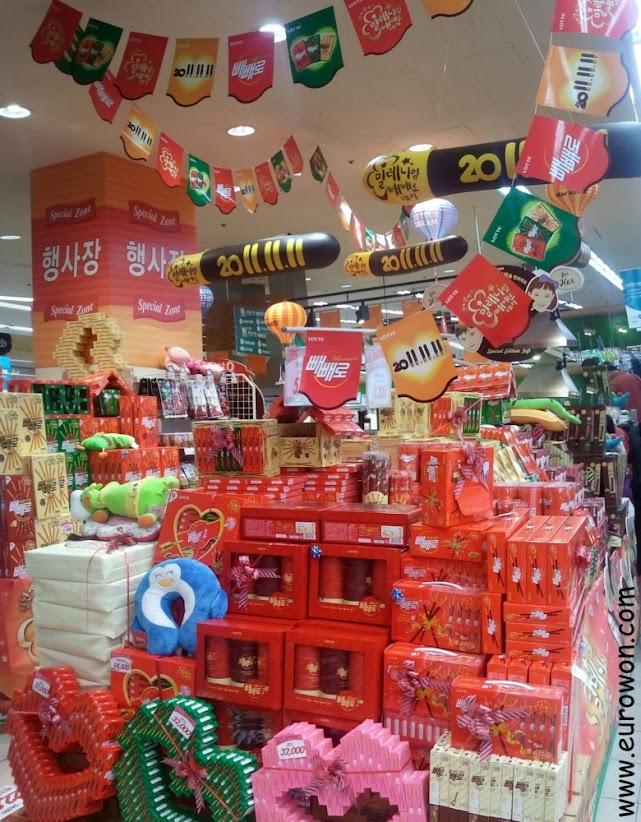 Cajas de peperos en un supermercado coreano