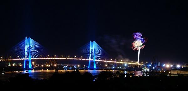 Cầu Mỹ Thuận nối liền hai tỉnh Tiền Giang và Vĩnh Long