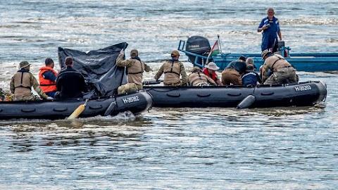 Nem a hajóroncsból hozták ki a holttestet a búvárok hétfőn