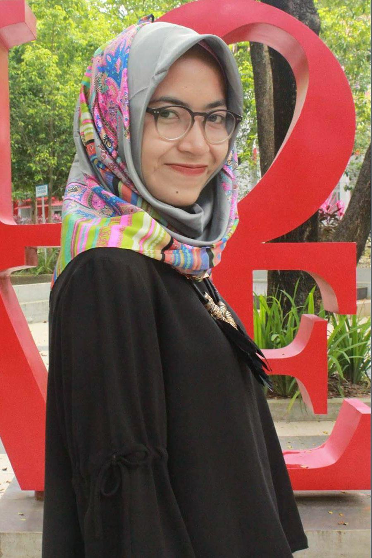 Cewek IGO Jilbab Kacamata kekinian