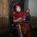 Karjiyem Harus Merawat Anaknya Dengan Penghasilan 10ribu Tanpa Bantuan Pemerintah
