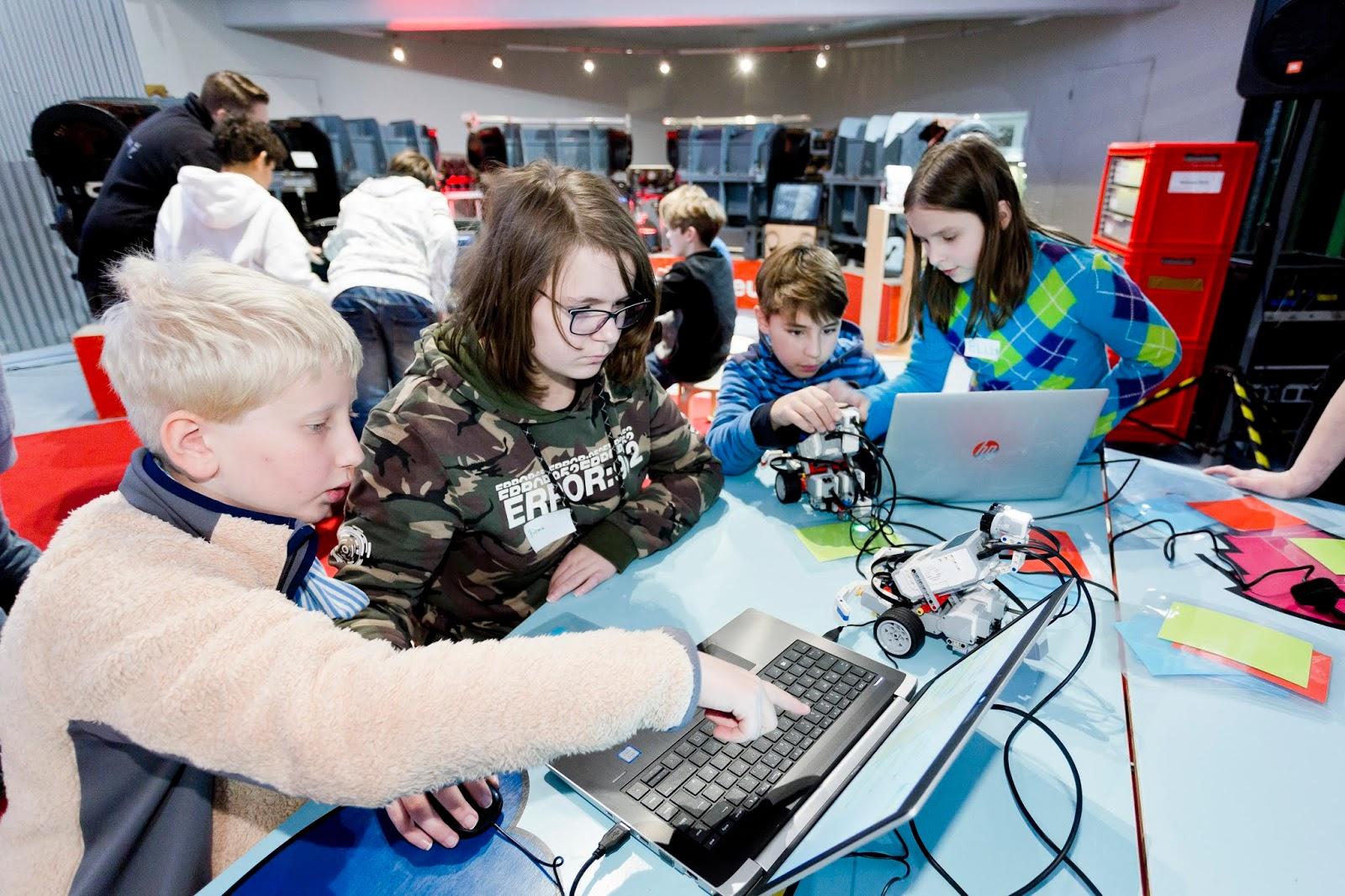 Kinder am Computer