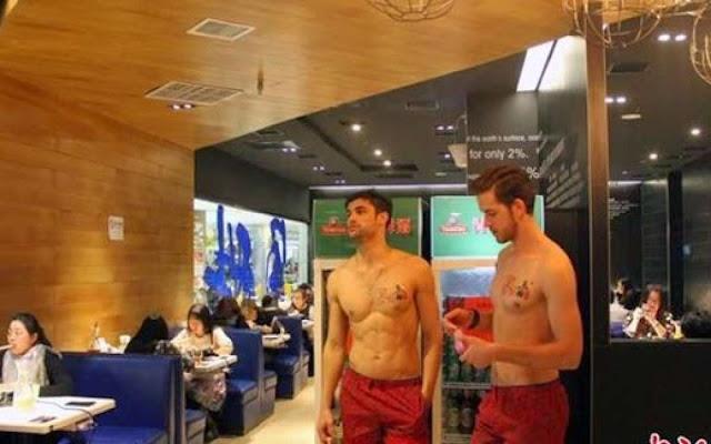 Uji Nyali!!! Kamu Berani Tel*nj*ng Sambil Makan di Restoran Ini?
