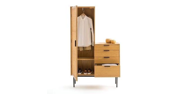 Lemari pakaian dengan desain minimalis dipilih untuk membuat ruangan dengan perabotan tersebut seakan menyatu dan menghasilkan tampilan yang sedap dipandang mata. Desain lemari minimalis juga memberikan kesan kamar yang lebih luas. Untuk mewujudkan kesan tersebut Anda bisa memilih lemari pakaian dengan bentuk ramping dan tinggi serta hindari bentuk yang lebar.