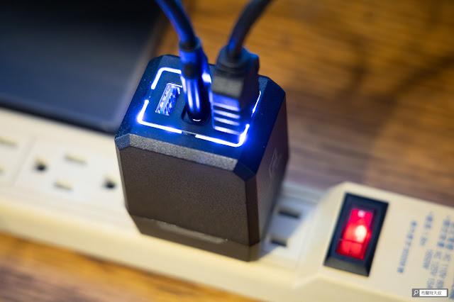 【開箱】完美替代 Switch 原廠底座,電玩酒吧 GAME'NIR DOCK CHARGER - 如果有過電,充電底座就會有藍光顯示