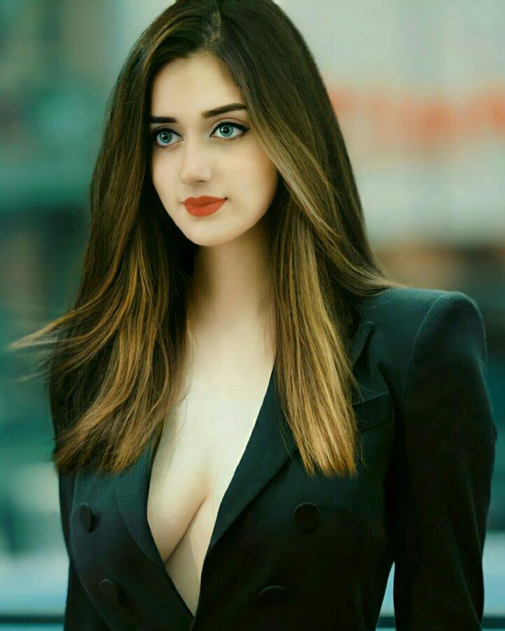 Jannat Mirza hot dress
