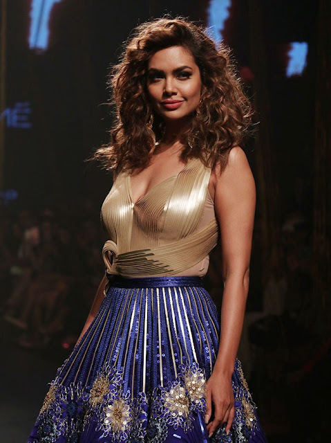 Esha Gupta  IMAGES, GIF, ANIMATED GIF, WALLPAPER, STICKER FOR WHATSAPP & FACEBOOK