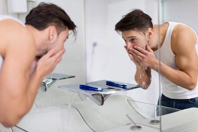 4 Tips Memilih Sabun Pembersih Wajah untuk Pria Sesuai Jenis Kulit