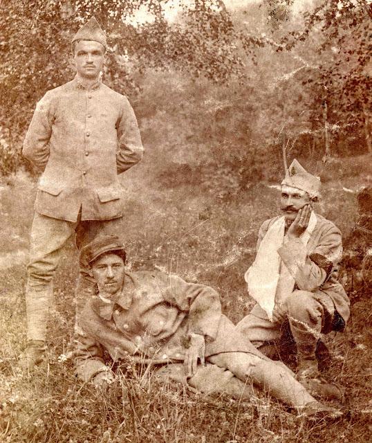 Sur les pattes de collet on peut lire 68 (68e Régiment d Infanterie) La  photo a été prise après le 30 septembre 1915, date à laquelle Eugène  Chevalier est ... 58b254752ead