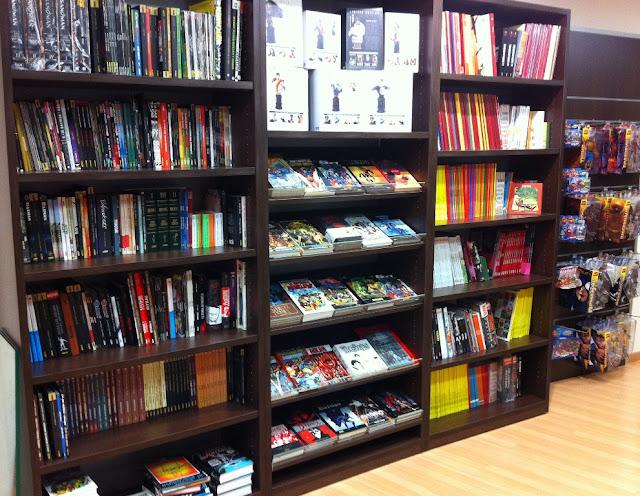 Interior tienda Milcomics de Zaragoza comics marvel, dc comics
