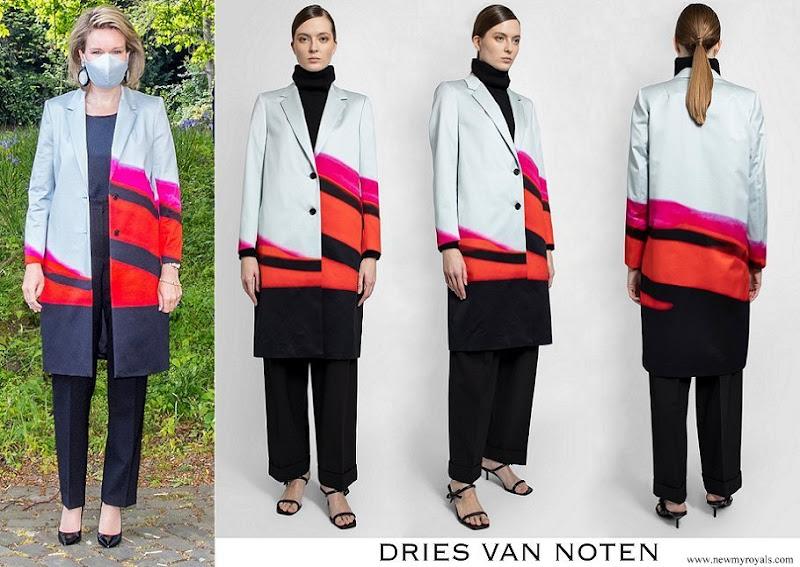 Queen Mathilde wore Dries Van Noten Richy silk printed coat