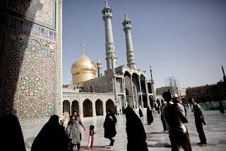 Aqidah Syiah: Orang yang Menziarahi Makam Fathimah Pasti Masuk Surga