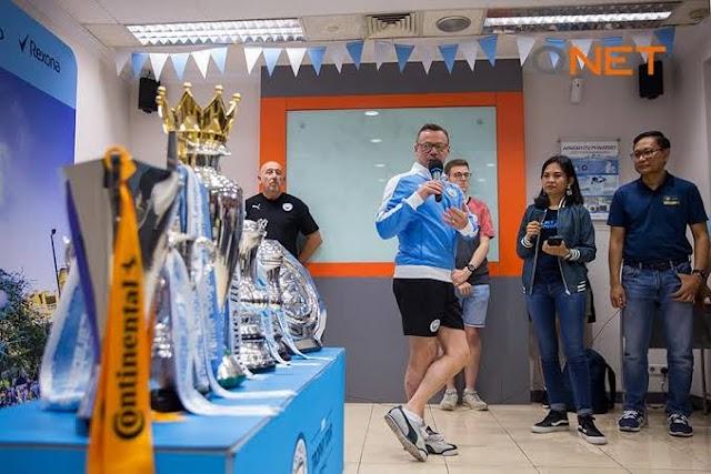 MCFC Trophy Tour To Qnet Office In Jakarta Sukses Bikin Menarik