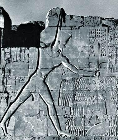 Thutmose III golpeando a sus enemigos asiáticos
