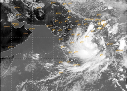 Σε λιγότερο από μια εβδομάδα δεύτερος τροπικός κυκλώνας απειλεί την Ινδία