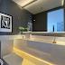 Lavabo contemporâneo cinza e branco com bancada em corian ônix iluminada e rodameio!