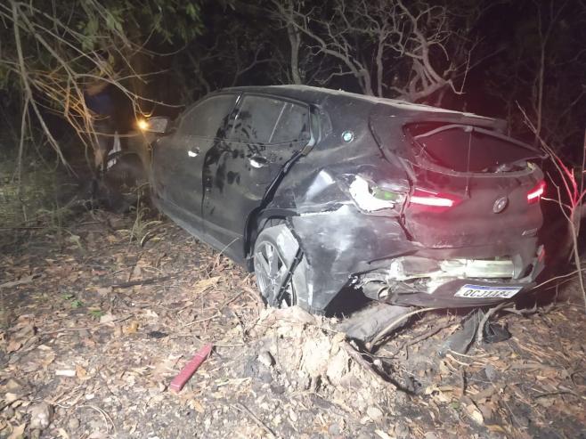 Garota de 14 anos dirigia BMW que capotou na Estrada da Guia