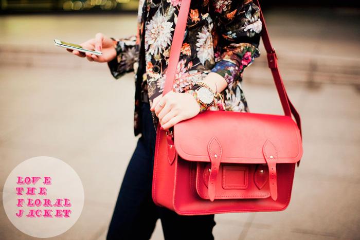 Эта статья рассказывает о тренде осеннего сезона 2013 года - сумках-портфелях, описывая наиболее актуальные...