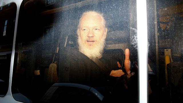 El padre de Assange considera que su hijo debería ser extraditado a Australia
