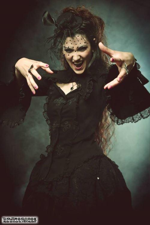 Η Angel Wolf - Black είναι η νέα τραγουδίστρια των Triaxis