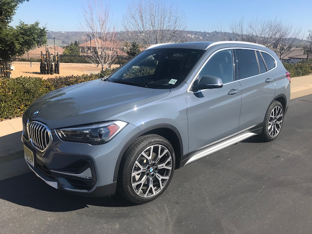 Front 3/4 view of 2020 BMW X1 xDrive28i
