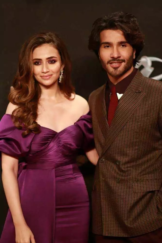 Beautiful Pictures of Sana Javed Wearing Purple Frock in LUX Awards