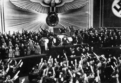 Período entre guerras: Nazismo da Republica de Weimar ao III Reich