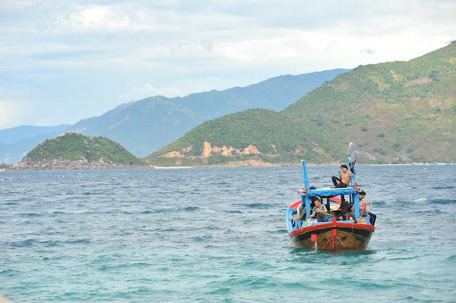 Ngư dân tại Hòn Nưa