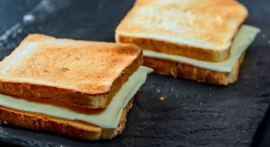 Mozzarella-cheese-grilled-sandwich