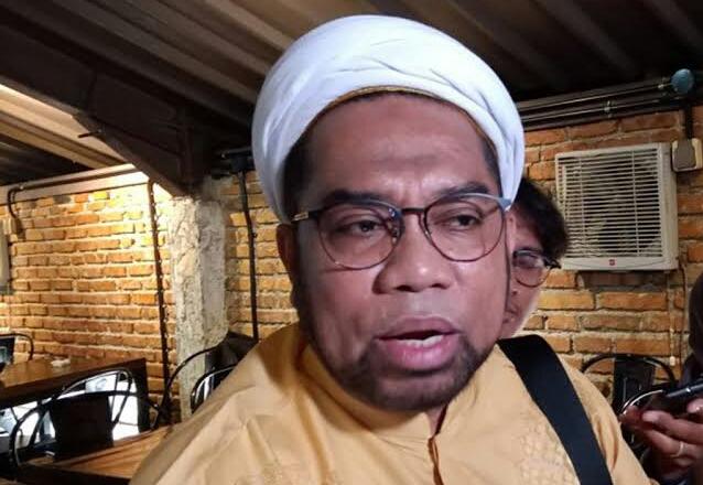 Analisis Ngabalin soal Penusukan Syekh Ali Jaber, Singgung Wajah Ganteng Pelaku