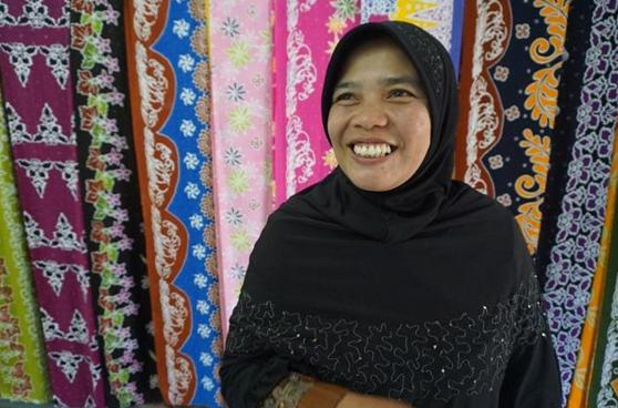 Selenggarakan Pelatihan Batik Lanjutan, Perusahaan Sukanto Tanoto Tingkatkan Kualitas Pembatik Binaan