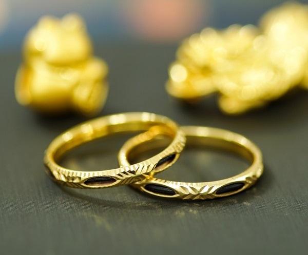 Có nên đính hôn bằng nhẫn lông voi