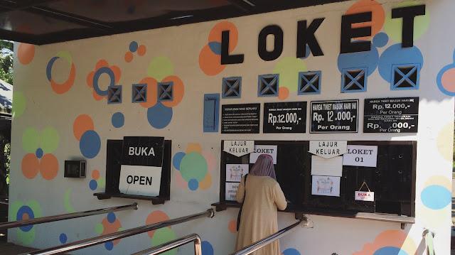 Loket dan keterangan harga tiket Taman Botani Sukorambi.