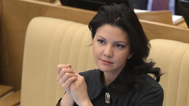 El FBI interroga a una diputada rusa en un aeropuerto de EE.UU.