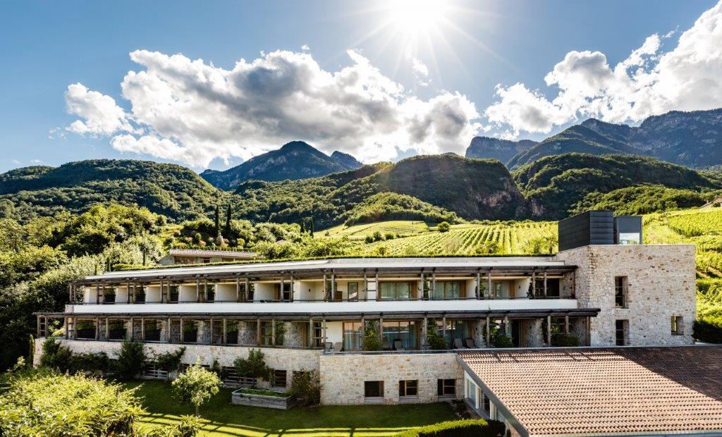 Weinhotel Hasslhof am Kalterer See in Südtirol
