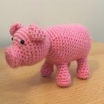 http://www.amyscrochetcave.com/2017/04/no-sew-one-piece-pig.html