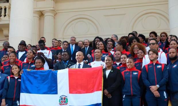 El presidente Medina entrega la bandera a los atletas que partirán a los Juegos Panamericanos Lima 2019