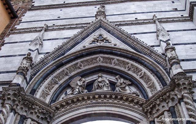 Fachada da catedral inacabada de Siena
