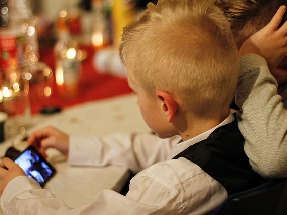 Kapan Anak Boleh Punya Ponsel Sendiri?