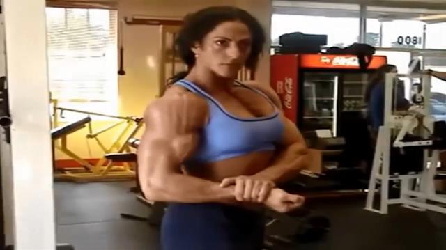 Video Female bodybuilder, hard work starting to pay off