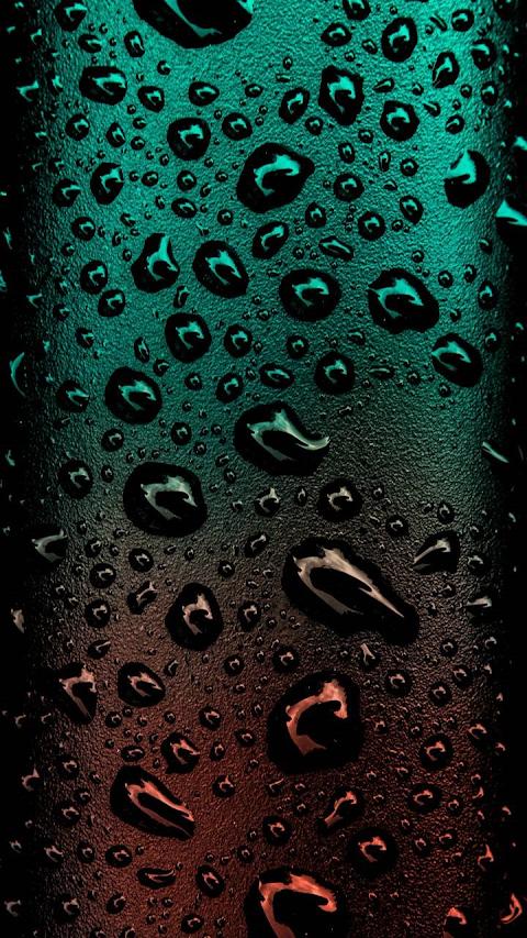 Những giọt nước màu đen