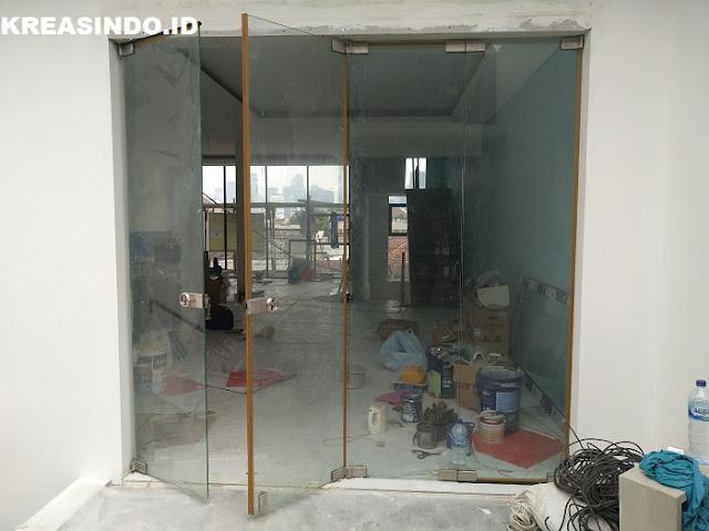 Jasa Pintu Kaca Fitting Tempered 12mm Terpasang di Jabodetabek yang Bergaransi
