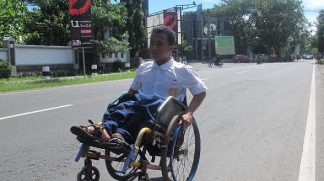 Remaja Difabel Ini Tempuh Perjalanan 6 Km Dengan Kursi Roda Guna Menuntut Ilmu
