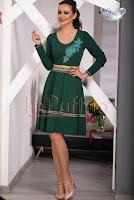 Rochie midi verde inchis cu broderie florala aplicata