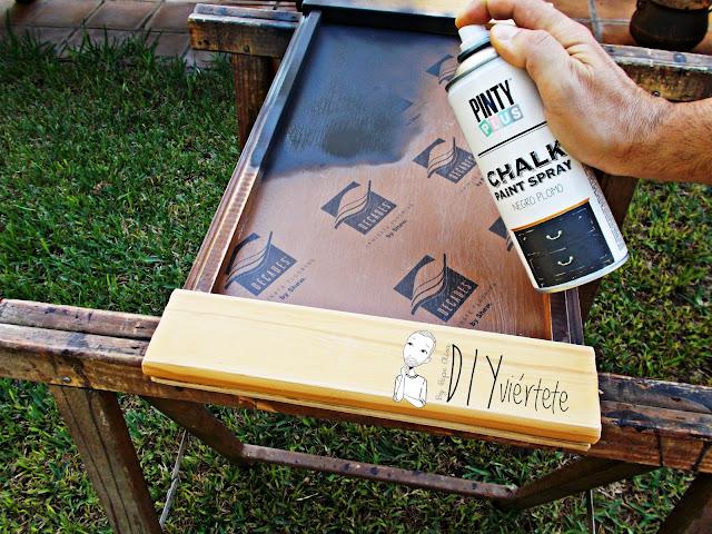 DIY-bandeja-madera-bricolaje-craquelé-pintyplus-pintar-chalkpaint-pizarra-rosa-desayuno-5