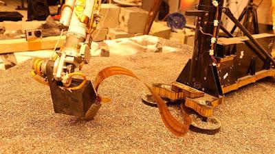 NASA usará o braço robótico da sonda Mars InSight para empurrar sua 'toupeira'