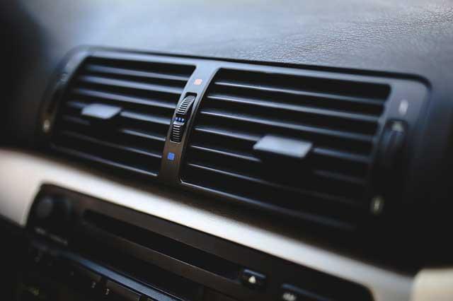 Penyebab Bau yang Tidak Wajar di Dalam Ruangan Mobil