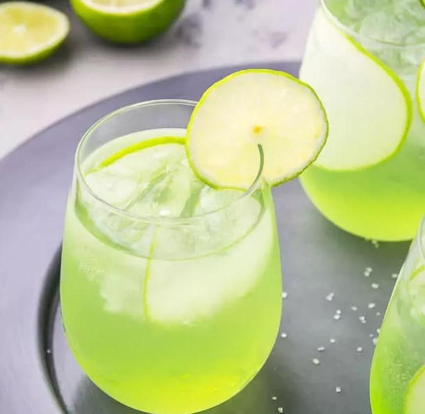 Sour Apple Tequila Cocktail – The Lucky Shamrock #drinks #celebrating