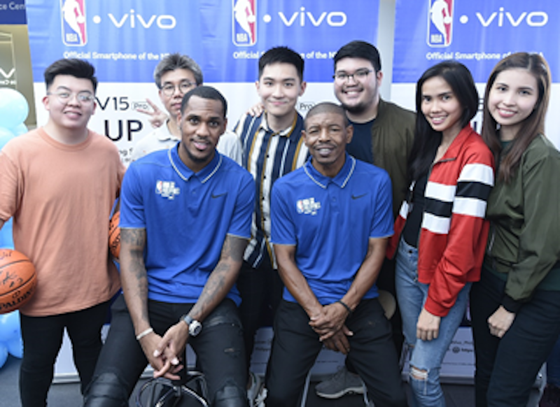 Denver Nuggets' Monté Morris & NBA Legend Muggsy Bogues visited Vivo's concept store in SM Megamall